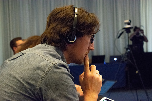 Picture of Stefan Völker while doing live video editing at AppBuilders conference in Lugano